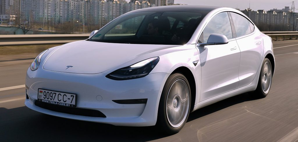 Tesla Model 3 Roof Box Featured